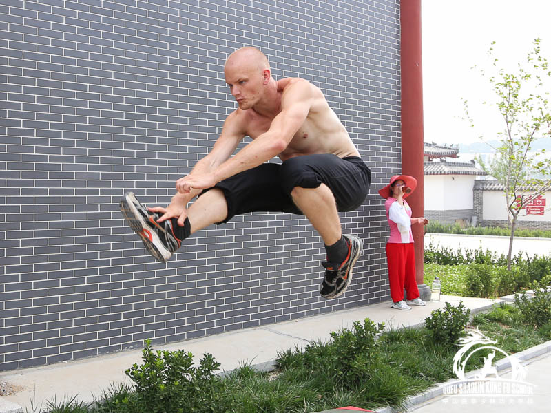 010_Jumps_And_Roll